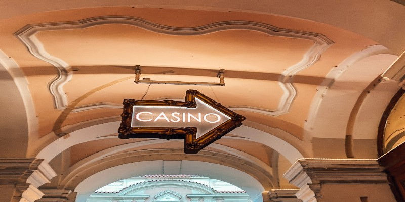 An arrow sign pointing the way to a casino.