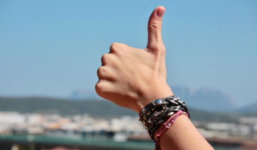 A hand giving a thumbs-up; JackpotCity Casino Blog