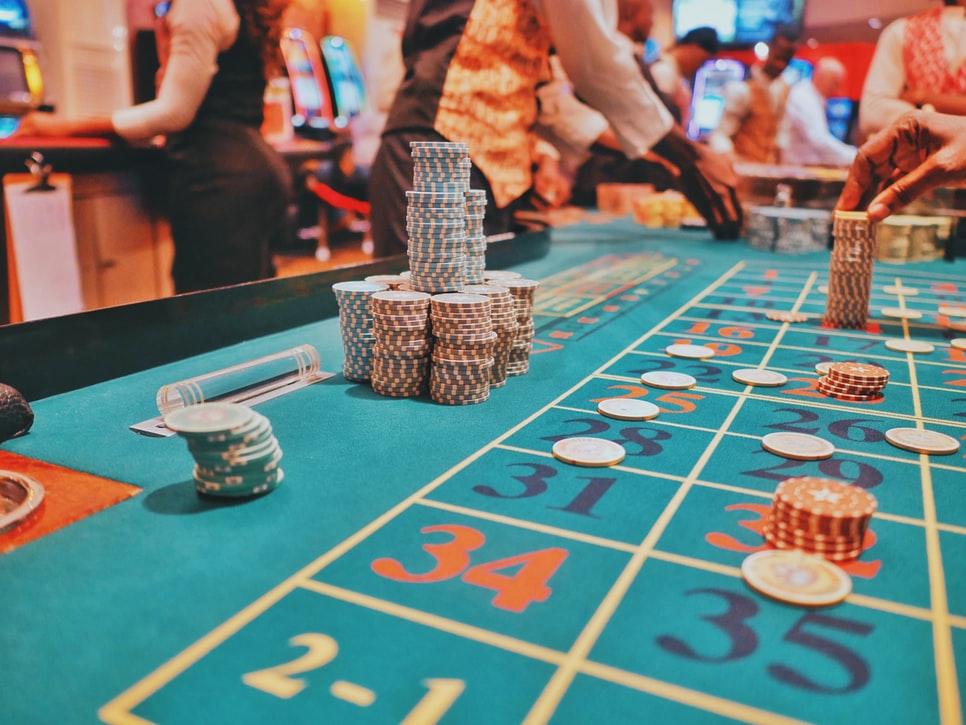 Feel like you're playing in a real casino when you try innovative live casino options.