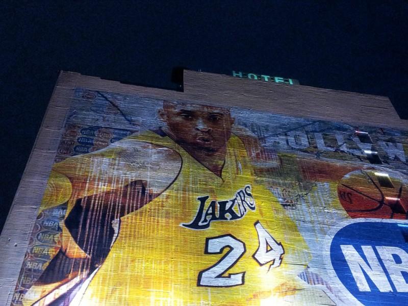 Eine Kobe Bryant-Wandmalerei an einer Hausfassade in Los Angeles.