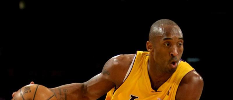 Kobe Bryant in Action auf dem Basketballfeld.