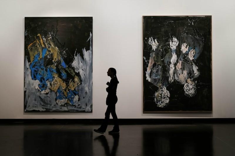 To bilder fra en kunstutstilling