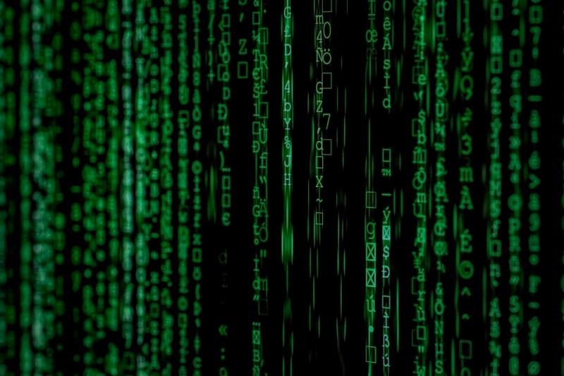 Así luce el código binario de un hacker