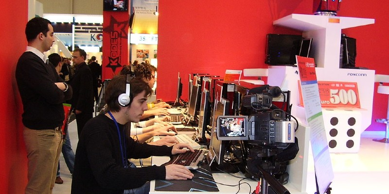 Esports-gamers-playing-counterstrike| Spin Palace Blog
