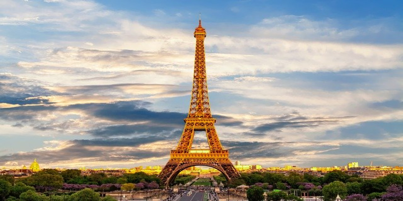 The Eiffel Tower is one of the most classic sights to see and visit in Paris. Spin Casino Blog