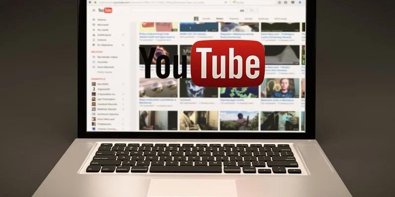 Google Hangouts -videoita voi striimata kätevästi YouTubeen.