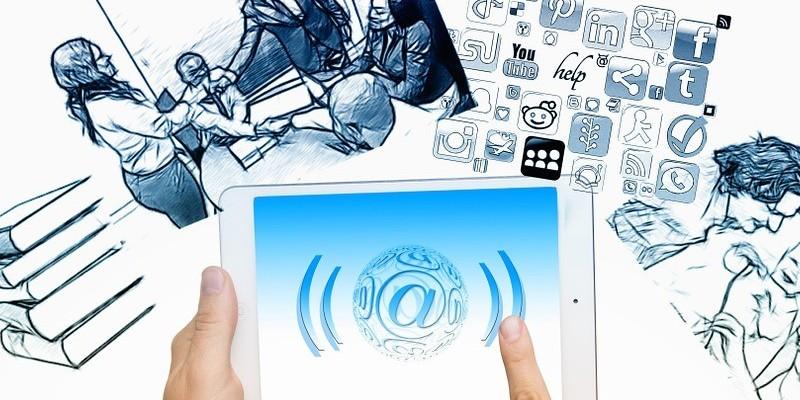 La tecnología nos ayuda a mantener el contacto con nuestra familia, amigos y compañeros.
