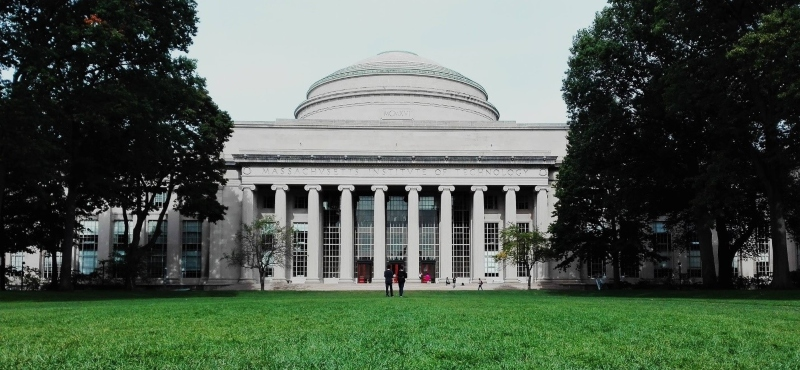 MIT's legendary blackjack team was conceived in the student hall inside its Great Dome. Image courtesy of pxfuel; Spin Palace Blog