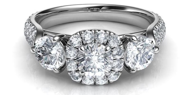 El anillo de diamantes del compromiso indica la esperanza de una unión indestructible; Spin Palace Blog