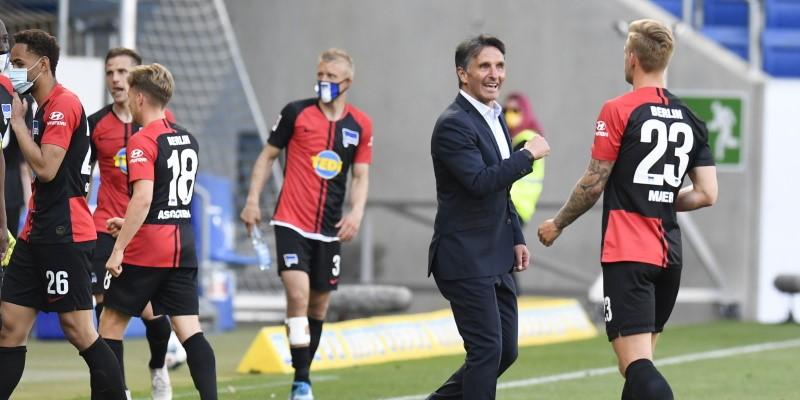 Bruno Labbadia celebrates with his Hertha players