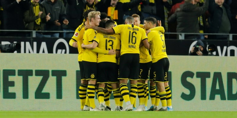 Dortmund players celebrating; Spin Sports Blog