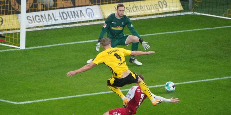 Erling Haaland scoring against Freiburg