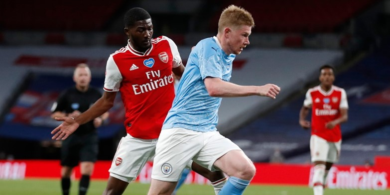 Kevin De Bruyne takes on Ainsley Maitland-Niles last season