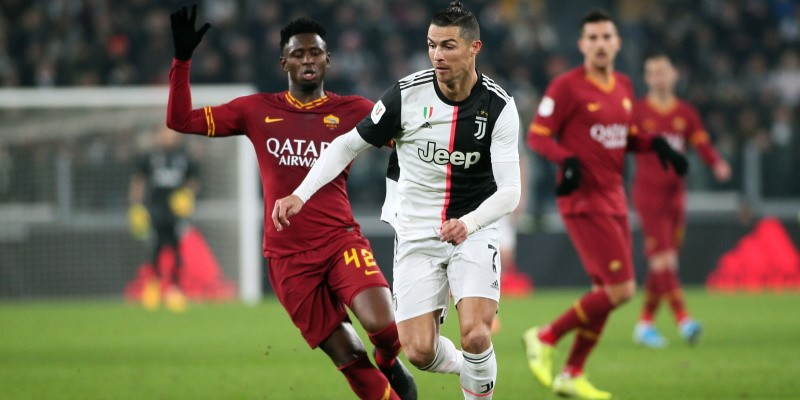 Cristiano Ronaldo pursued by Roma's Amadou Diawara