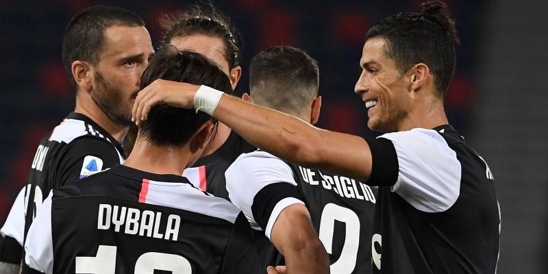 Cristiano Ronaldo celebrates with Paulo Dybala and his Juventus teammates