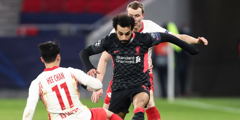 Mohamed Salah takes on Hee-Chan Hwang and Lukas Klostermann in the first leg between Liverpool and RB Leipzig