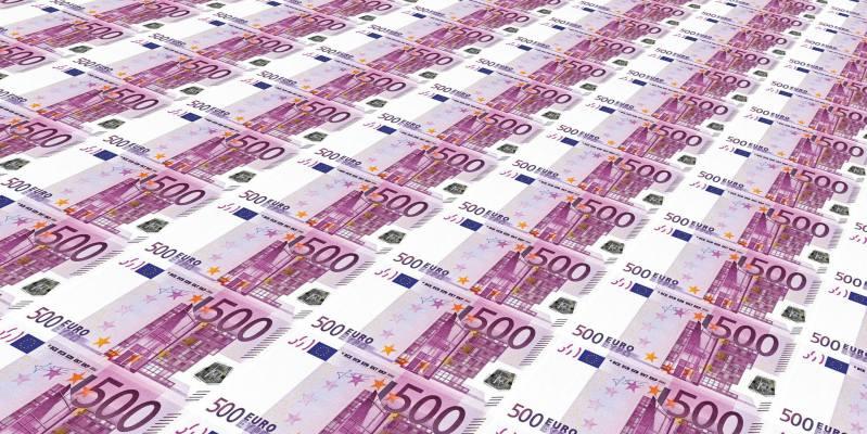 Euro banknotes 500