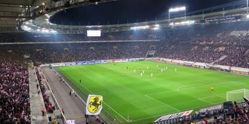 Sehr viele Zuschauer bei einem Fußballspiel