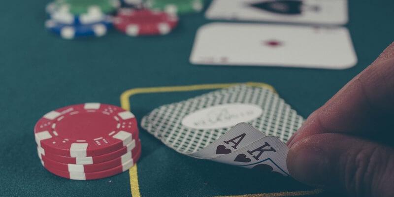 chip dan kartu poker