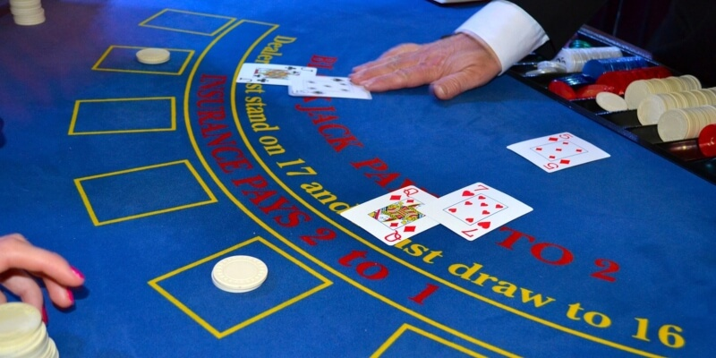 Play live texas holdem online