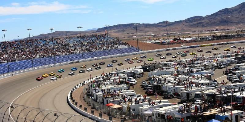NASCAR ติดตามการแข่งรถ
