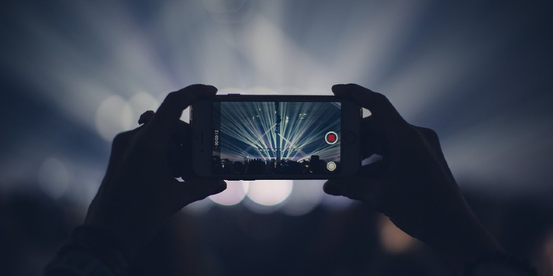 Taking a photo at a concert with a smartphone