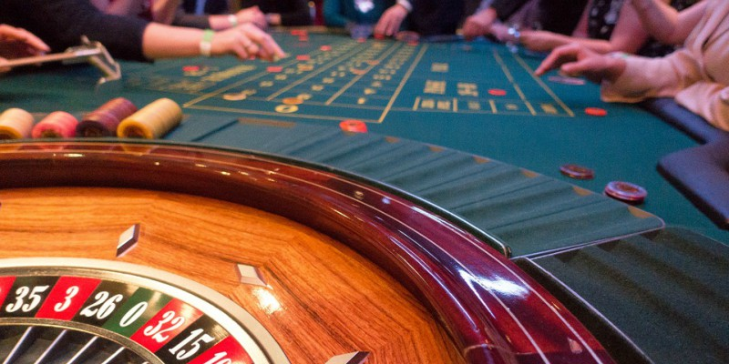 roulette table chips players