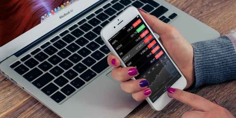 aksjehandel-app på smarttelefon