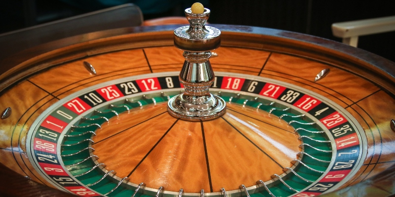 Ruby Fortune Casino: Wooden roulette wheel